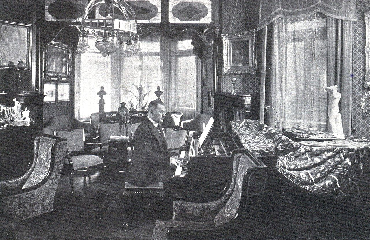 Lehár in his apartment in Vienna (1918)